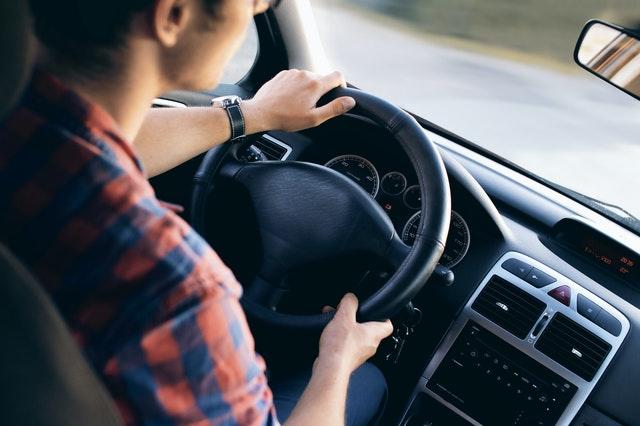 Oefenen voor de theorie van je auto